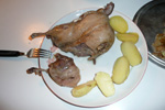 So er bor�reitt / Mallemuk ungen bliver serveret / The young fulmar on the plate.